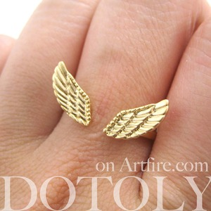 Adjustable Angel Wings Feather Ring in Light Gold with Texture Detail