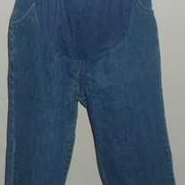 Denim Capris-Maternity Announcements Size Medium 8/10