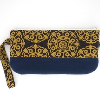 SCRAPPY WRISTLET IN GOLD MEDALLIONS