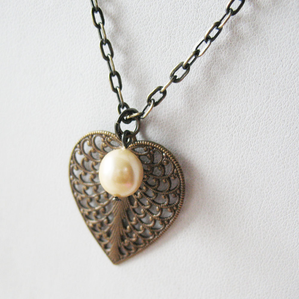 leaf filigree necklace and pearl necklace