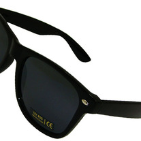 Wayfarer_black_medium