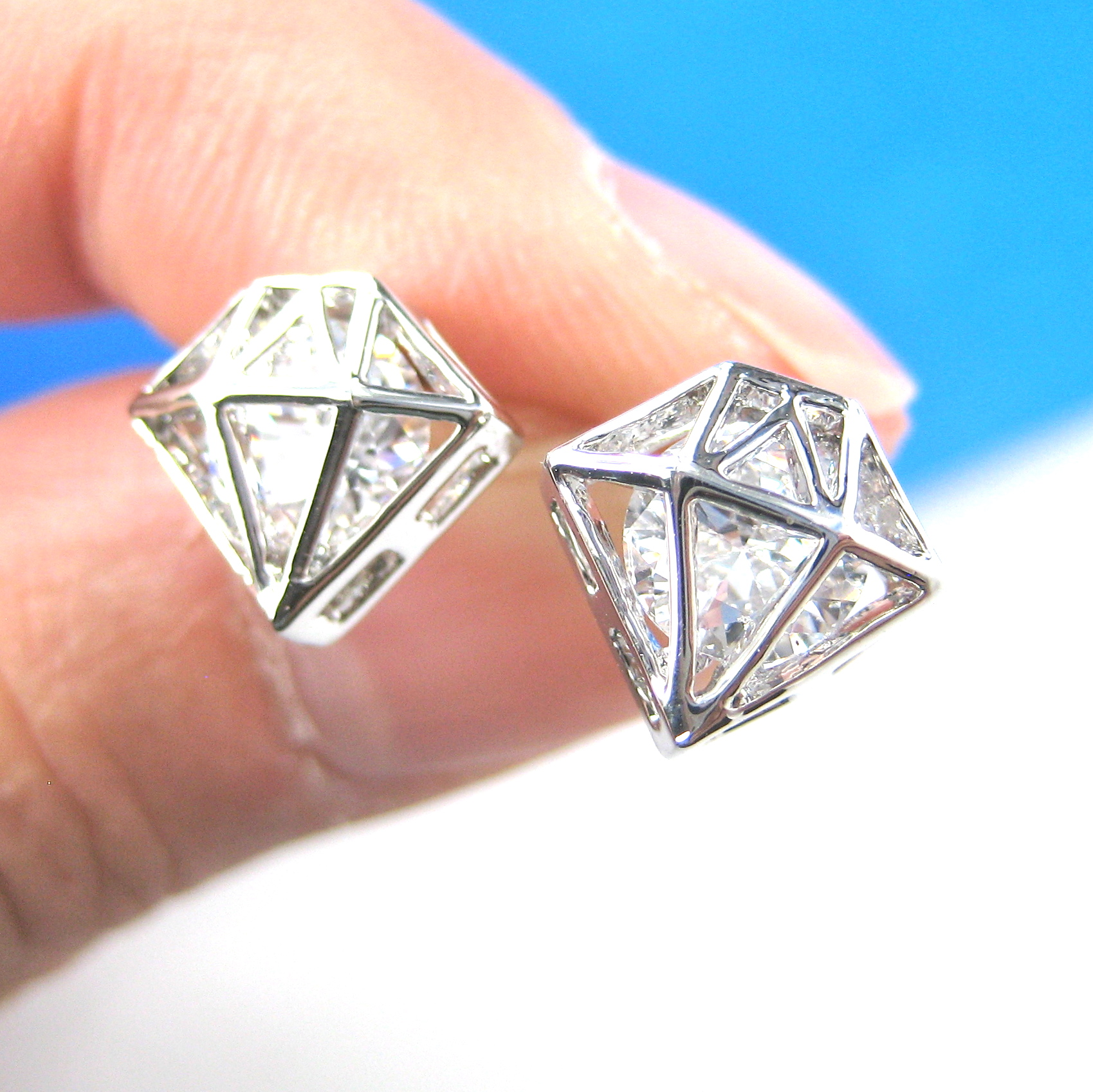 Small 3d Diamond Shaped Rhinestone Shiny Bling Stud Earrings In Silver   Thumbnail 1