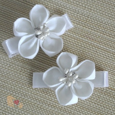 White White Kanzashi Flower Hairclips