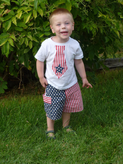 Newborn 4th of July Outfit. Infant 4th of July Outfit. Boys 4th of July. 4th of July Outfits for Boys. Baby Boy July 4. Modern Chevron Navy. By Cuddle Sleep Dream.