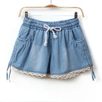 Denim short with lace trim
