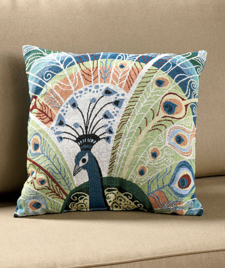 Throw Pillows On The Bed Song : Peacock 17