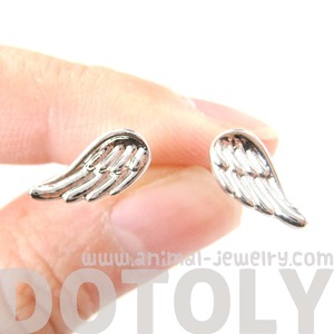 Small Angel Wings Feather Shaped Textured Stud Earrings In Silver