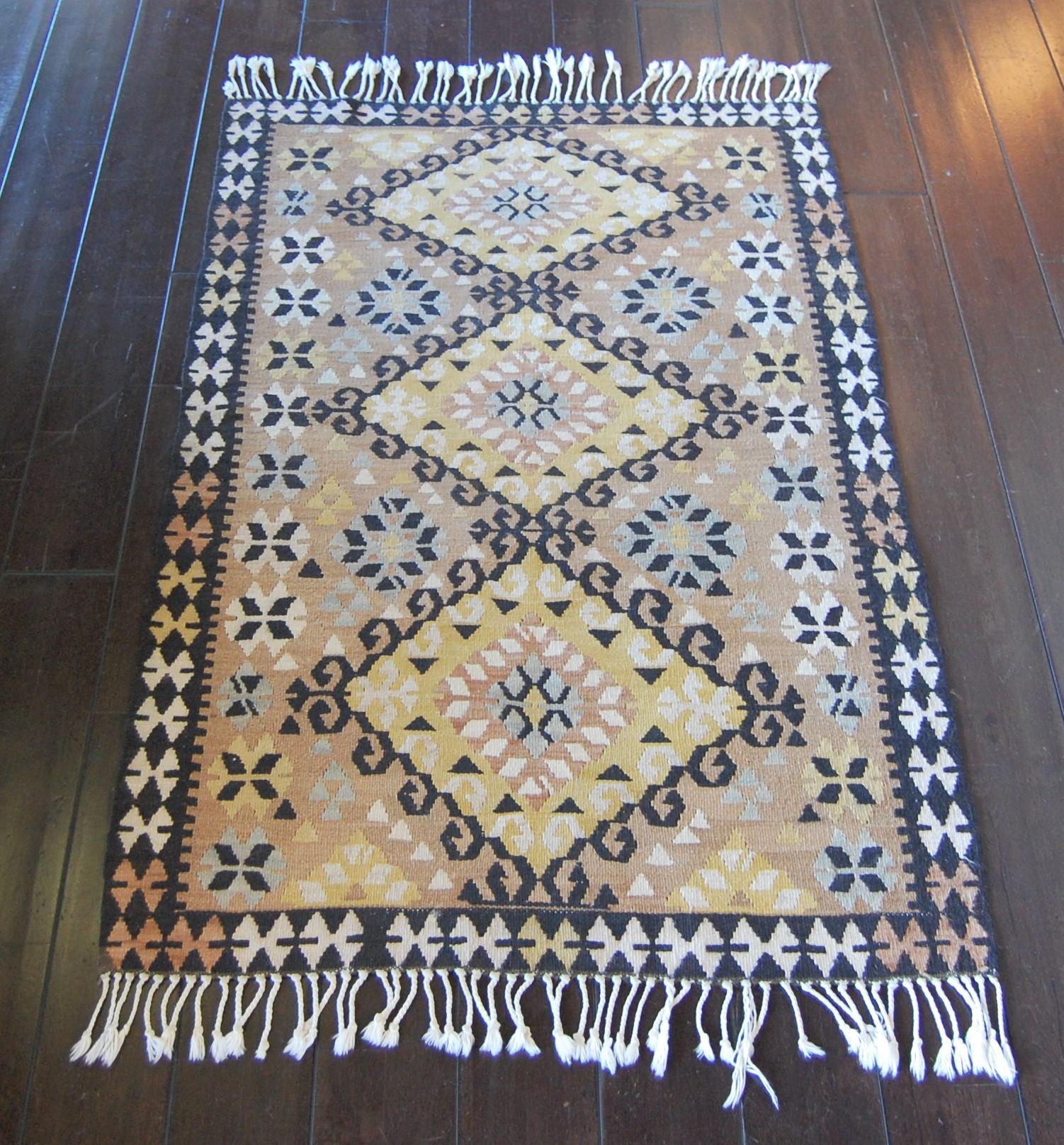 Vintage Rug Seattle: 3x4 Kilim Wool Rug · Marinus Home Seattle · Online Store
