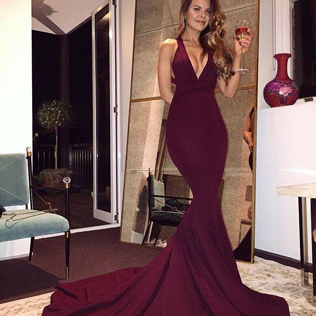 2017 Maroon Mermaid Prom Dresses Halter V Neck Sexy Burgundy Evening