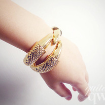 Gold Claw Bangle