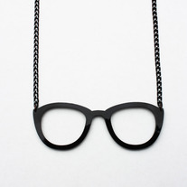 THE GLASSES NECKLACE
