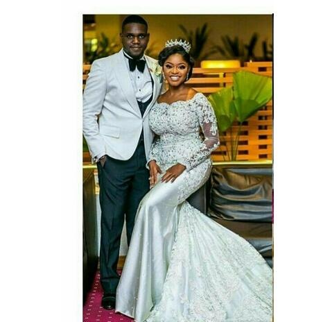 Nigerian Wedding Dresses Sweetheart Neckline With Sheer Lace Appliqued Long Sleeves Chapel Train Length African Black