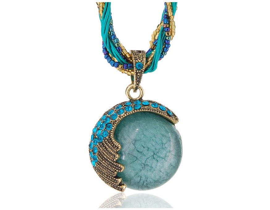 Украшения.  Аксессуары.  Ожерелье с круглой подвеской из камня с кристаллами.