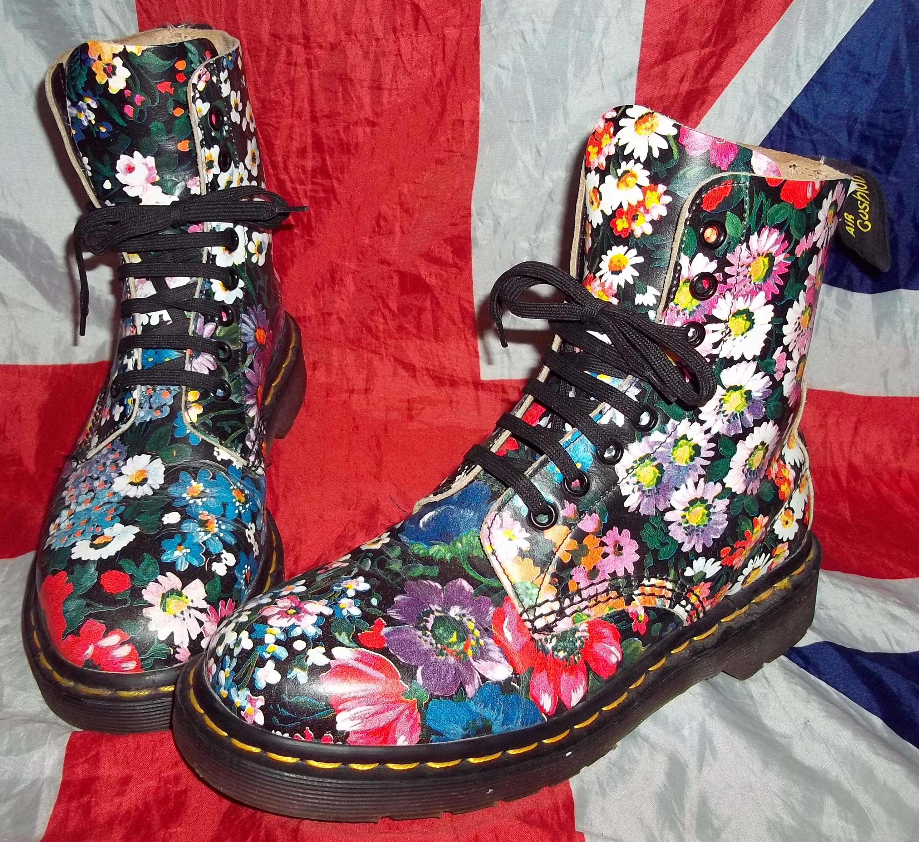 Mint and rare vintage 90s floral dr doc martens hippy meadow mint and rare vintage 90s floral dr doc martens hippy meadow flowers uk 5eu 38us 7 on storenvy mightylinksfo