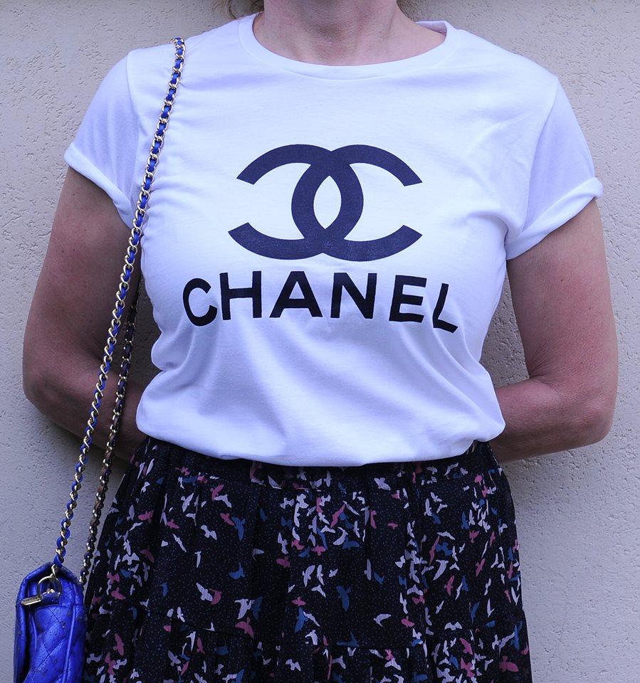 1d34e980098 t.shirt chanel Chanel T-Shirt, Chanel Shirt, Style Printed T-shirt ...