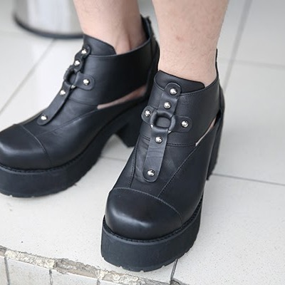 60b98ccee39 Unif lost sole boots in black leather