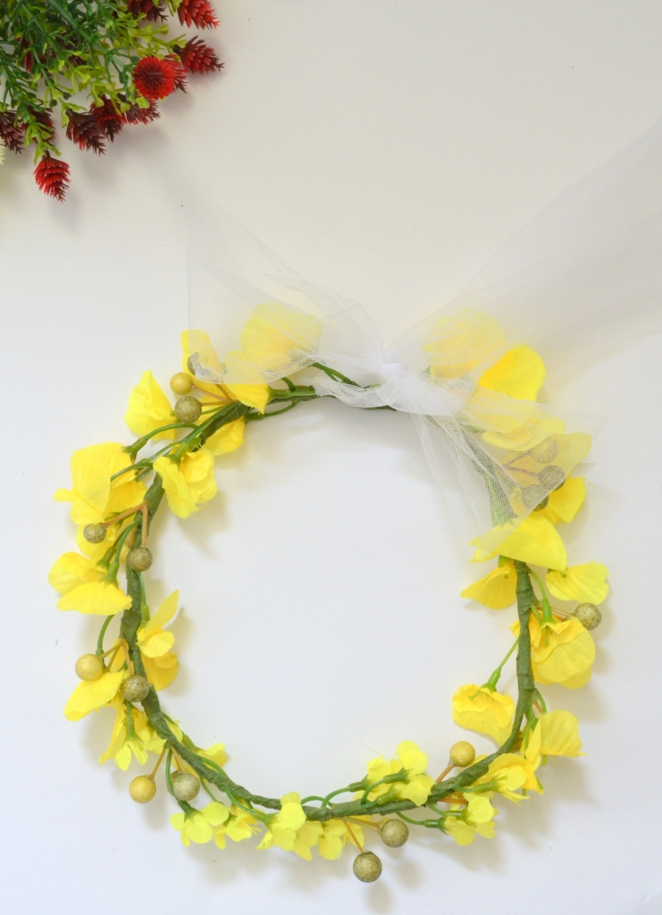 ... Yellow flower crown 209bdc22dd4
