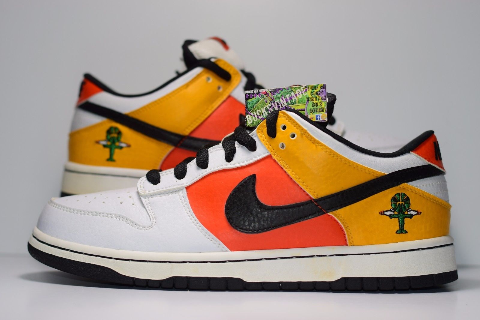 size 40 3ff4a 36360 Size 9 | 2004 Nike Dunk SB Low RAYGUN AWAY White Flash 30429-802 from  BucksVintage