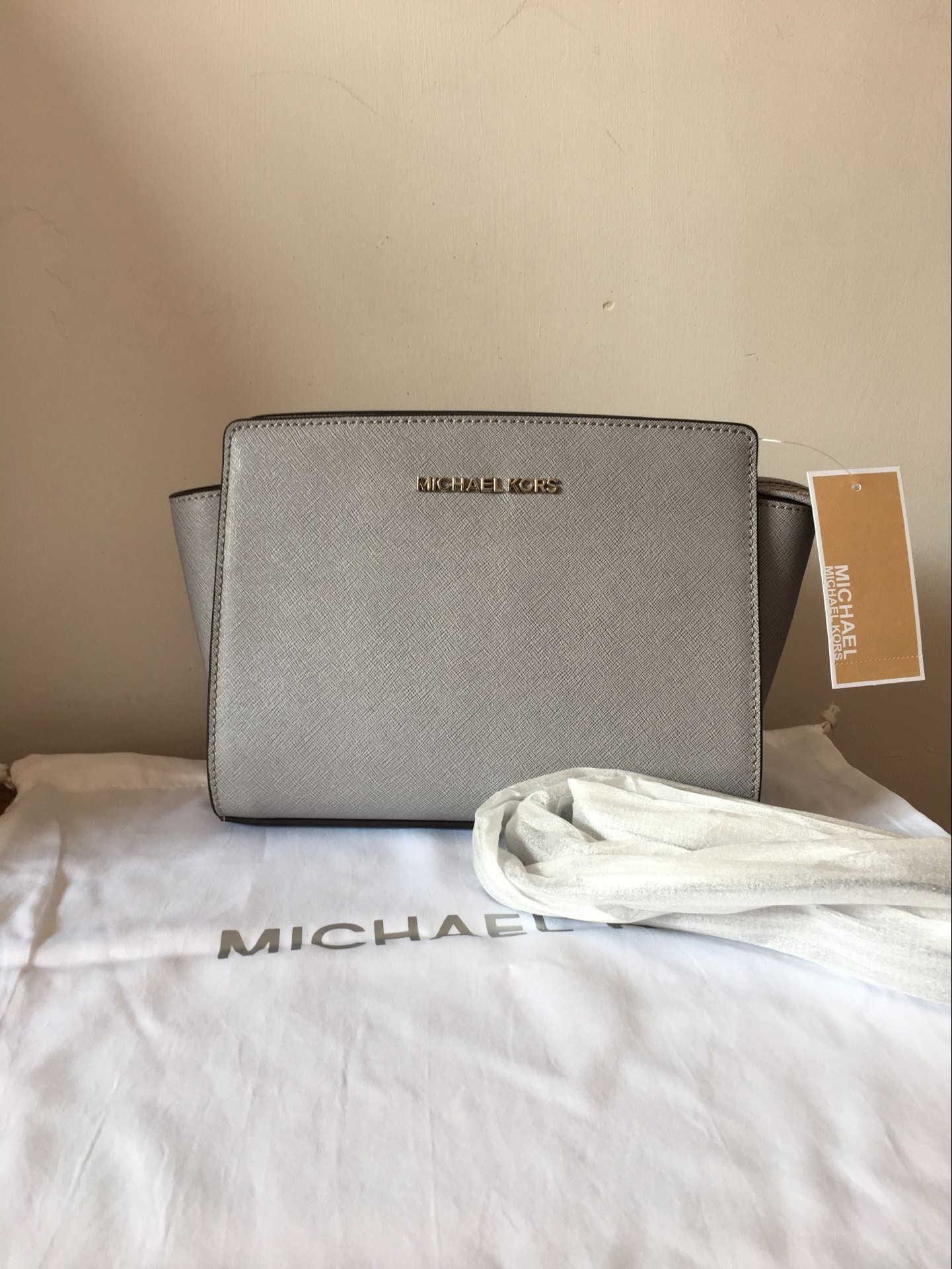 591d9aa787ee MICHAEL KORS Selma Medium Messenger Crossbody Bag Pearl Grey Authentic on  Storenvy