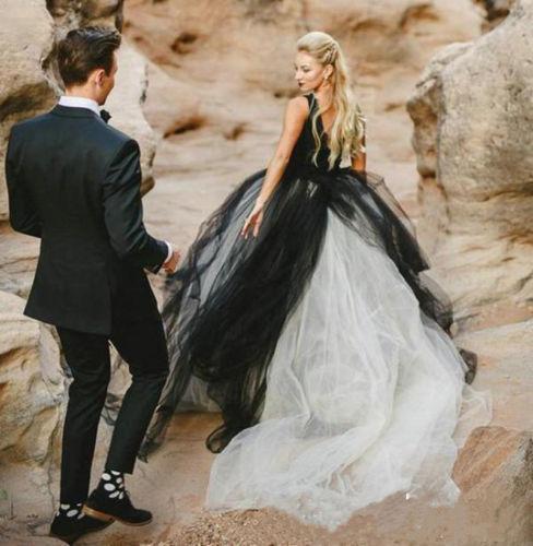 2019 Beach Wedding Dress,2019 Gothic Wedding-Dress Black White V-Neck Brida  from MissZhu Bridal