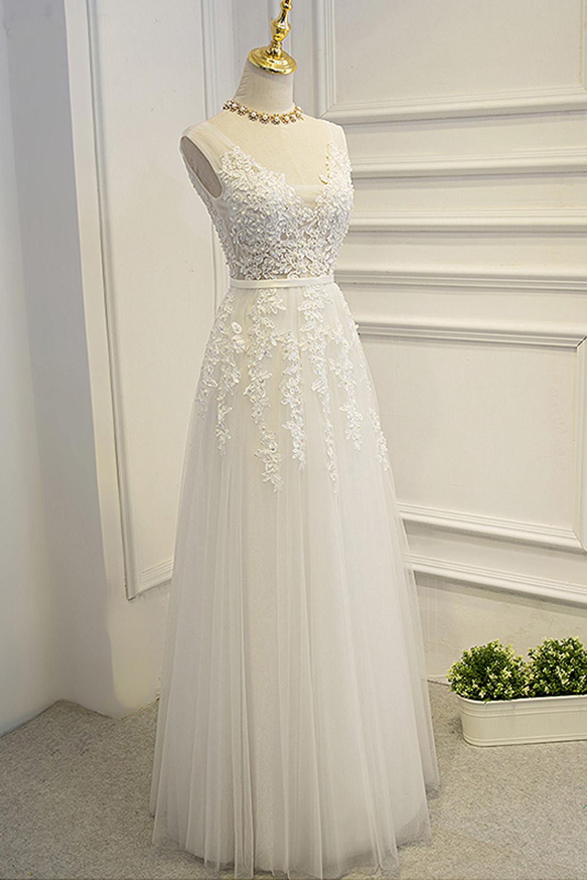 Ivory halter wedding dresses