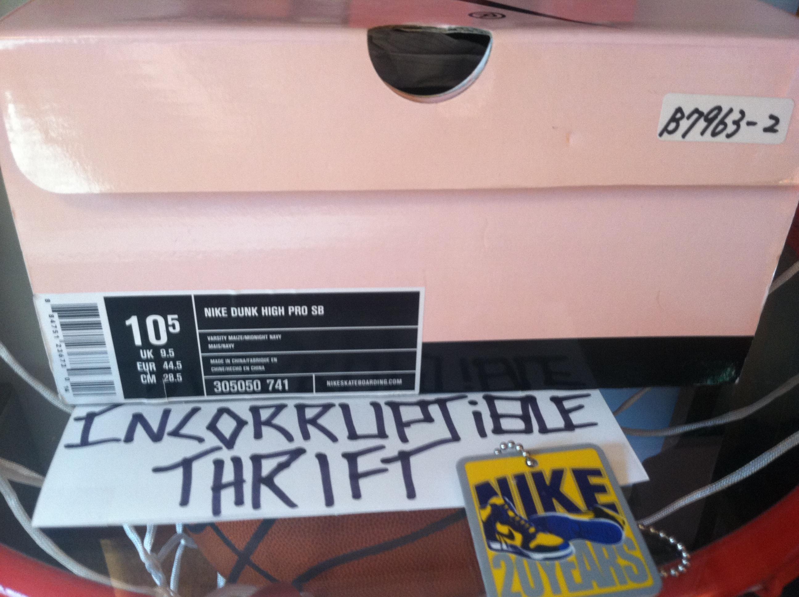 9bd49c257a0 Michigan Nike SB Dunks Size 10.5 · Incorruptible Thrift Shop ...